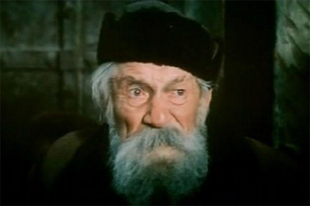 В 1985 году Крючков принял участие в международном кинопроекте «Битва за Москву», киноэпопее, основанной на документальных материалах времён Великой Отечественной войны. Крючков сыграл вяземского старика.