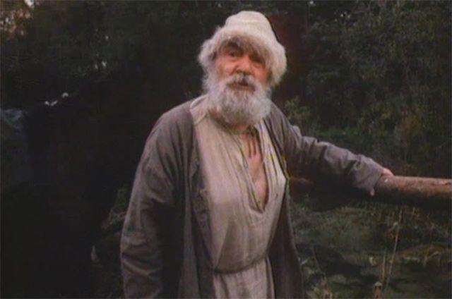 Последним появлением на экране для Крючкова стал исторический фильм «Царь Иван Грозный», вышедший в 1991 году. Актёр скончался тремя годами позже – 13 апреля 1994 года.