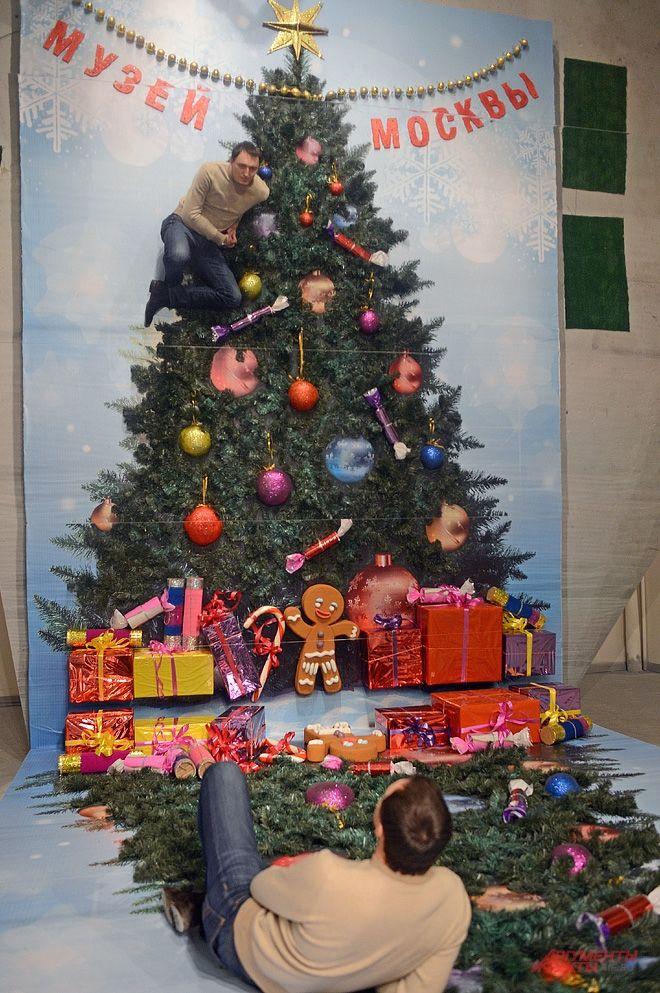Благодаря оптическим иллюзиям посетителям также представится шанс стать украшением на новогодней ёлке.