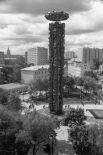 Монумент «Дружба народов». В 1983 году в честь 200-летия воссоединения Грузии с Россией в Москве был установлен «парный» памятник. Это одна из самых известных ранних работ Церетели.