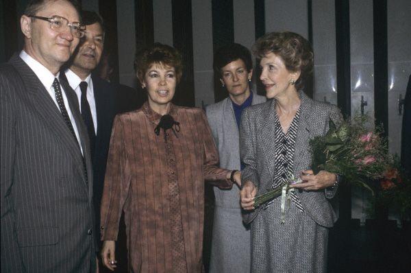 Раиса Горбачева и Нэнси Рейган в Государственной Третьяковской галерее, 1988 год.