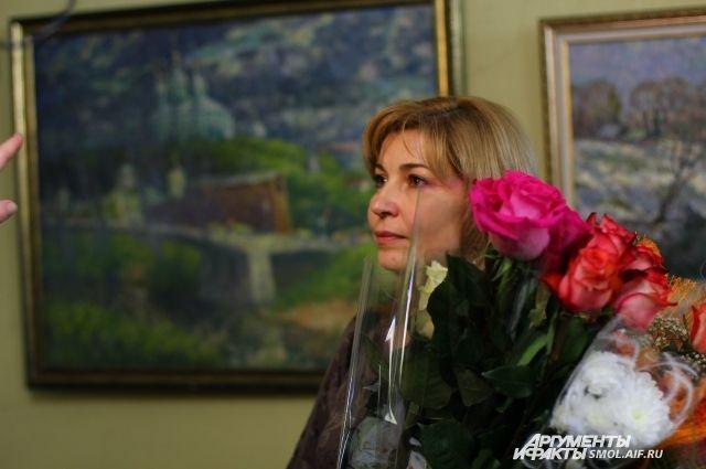 Елена Антоненкова на открытии своей выставки.
