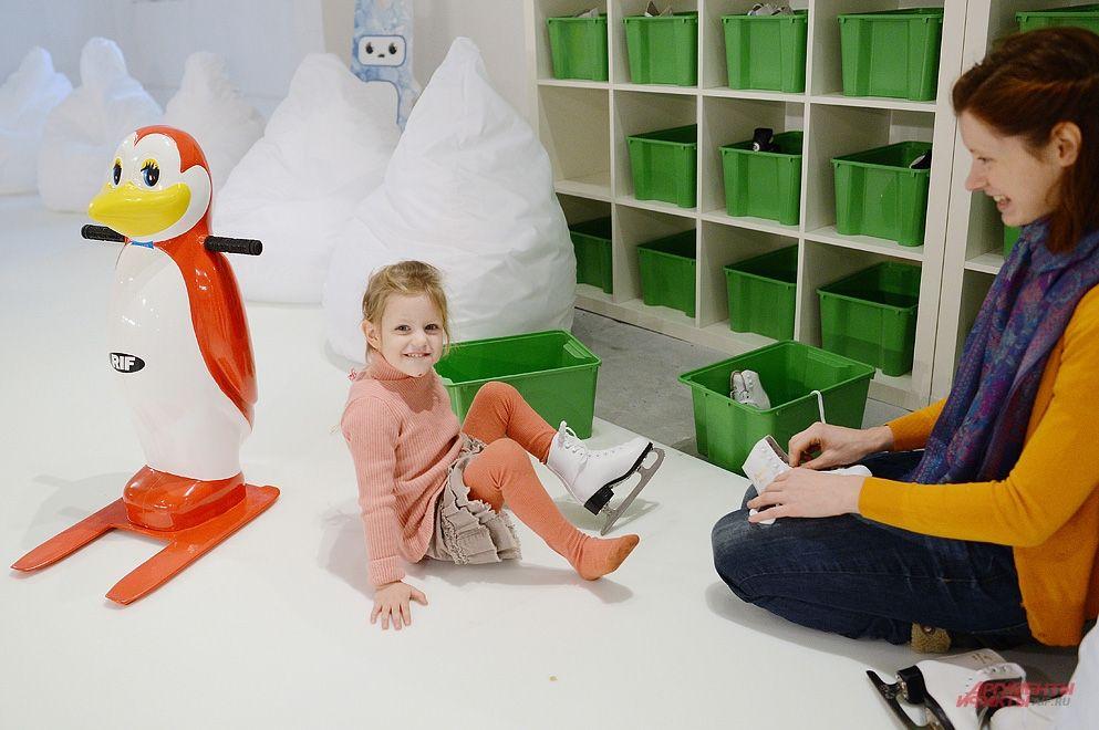 Для самых маленьких посетителей выставки организована почта Деда Мороза, причем все письма будут вывешиваться на специальной «почтовой ёлке».