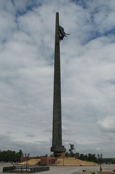 Монумент Победы. Эта стела была возведена в рамках мемориального комплекса на Поклонной горе в Москве, открытого в 1995 году. Высота обелиска составляет 141,8 метра – по 1 дециметру за каждый день войны.