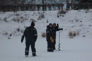 В Озерске проверили безопасность льда