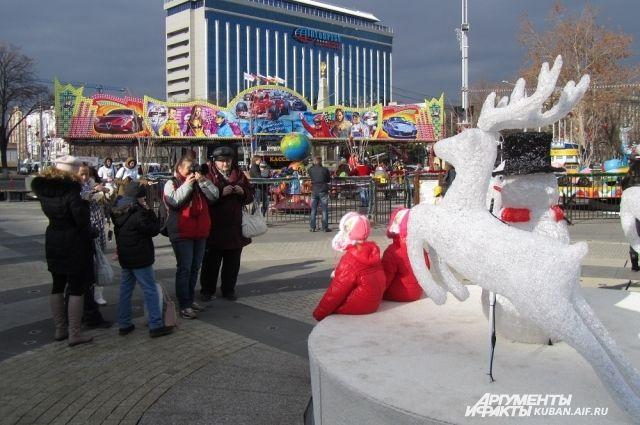 Новогодний монумент пользуется  горожан огромной популярностью.