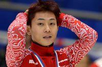 Россиянин Виктор Ан, выигравший золотую медаль в заезде на 500 м среди мужчин на IV этапе Кубка мира по шорт-треку. 2013 год.
