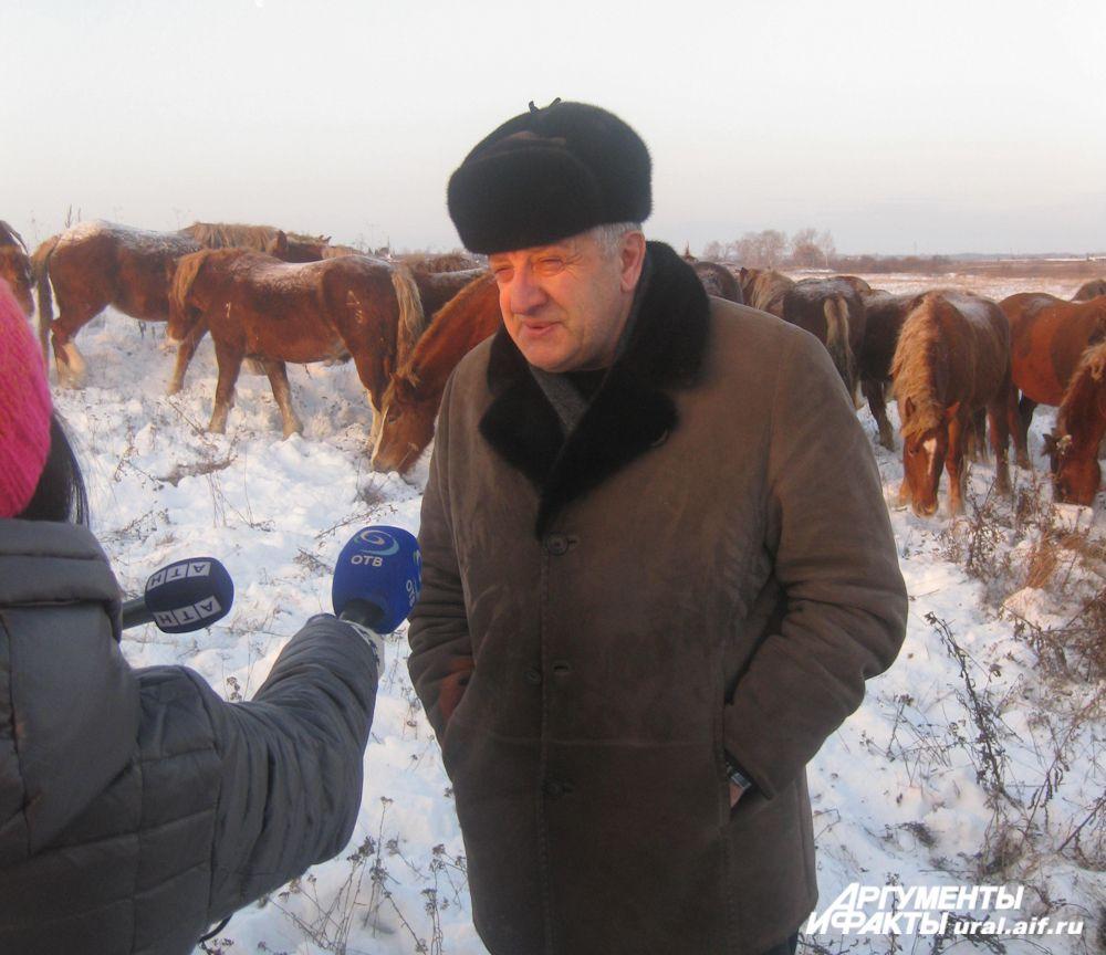 Директор агрофирмы Сергей Эйриян: «Наши лошади очень просты и неприхотливы, под присмотром пастухов ходят по полям, едят всё, что даёт природа, и чувствуют себя прекрасно»