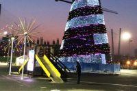 Главная городская ёлка зажглась иллюминацией.