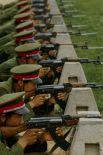 Автоматы Калашникова по-прежнему востребованы в китайской армии.