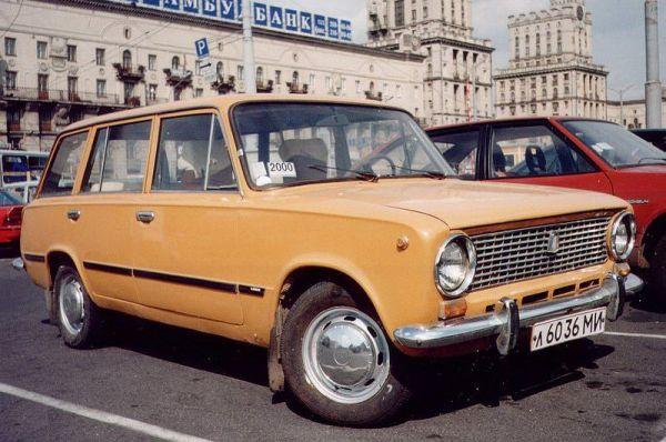 Затем последовал универсал ВАЗ-2102, лицензионная версия Fiat 124 Familiare. Машина была снята с производства летом 1985 года, когда была заменена преемницей – ВАЗ-2104.