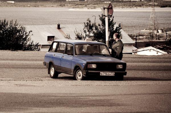 Универсал ВАЗ-2104 выпускался в Тольятти с 1984 года. «Четвёрка» была дешёвым автомобилем семейного класса, а потому пользовалась большой популярностью благодаря возможности перевозки габаритных грузов.