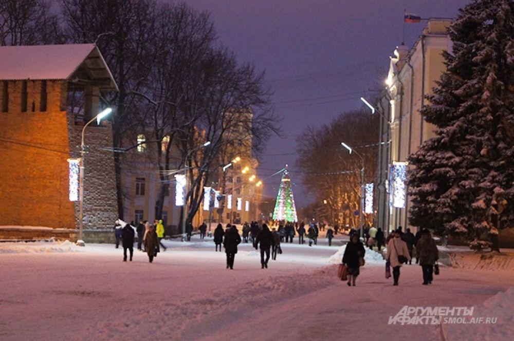 Народ подтягивается на площадь Ленина