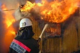 В Челябинске сгорел мини-рынок с товарами
