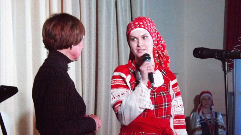 Светлана Акулина вывела на сцену народный хор