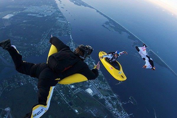 Скаякер Майлс Дэйшер выполняет прыжок.