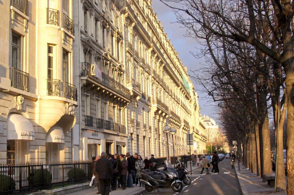 Замкнула десятку самых дорогих улиц парижская Авеню Монтень. Квадратный метр жилья на ней в среднем стоит $26 000.