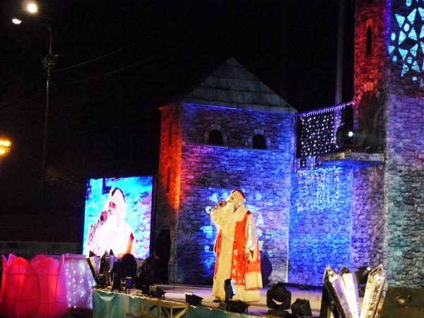 Зрителей приветствовал Дед Мороз