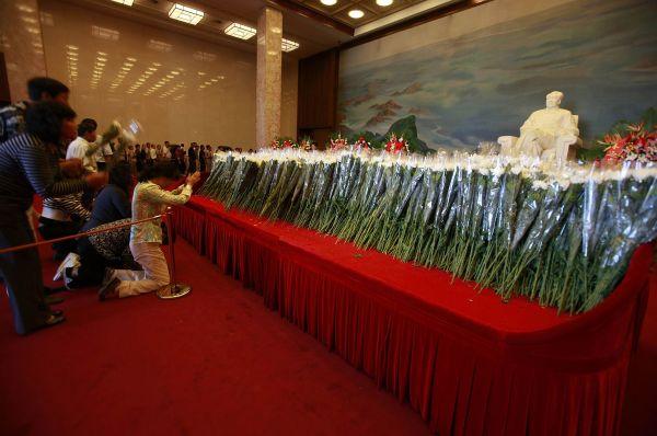 Ажиотаж вокруг его фигуры начал сходить на нет после смерти самого Мао в сентябре 1976 года и разгрома «Банды четырёх», фракции КПК, пришедшей к власти в период Культурной революции.