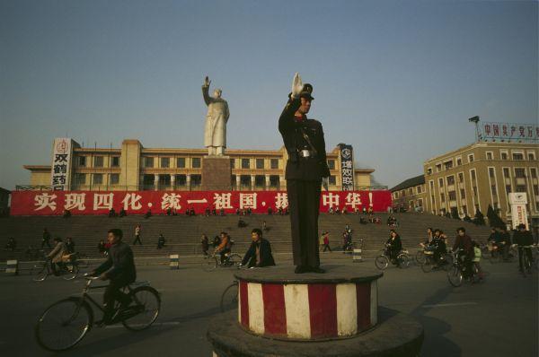 В этот период на занятиях по теории коммунизма в основном использовались труды самого Мао.