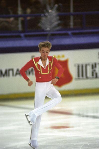 14-летний Евгений Плющенко на чемпионате России по фигурному катанию в 1996 году. К этому моменту он уже стал чемпионом мира среди юниоров.