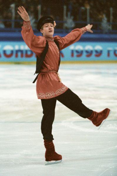 Первую победу на чемпионате России Плющенко одержал в сезоне 1998-1999, когда ему было 16 лет, а ещё до этого дважды стал медалистом мирового первенства.