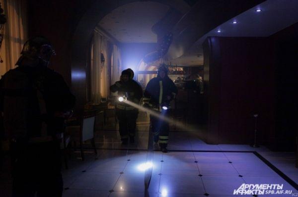 Устранение пожара в здании северной столицы