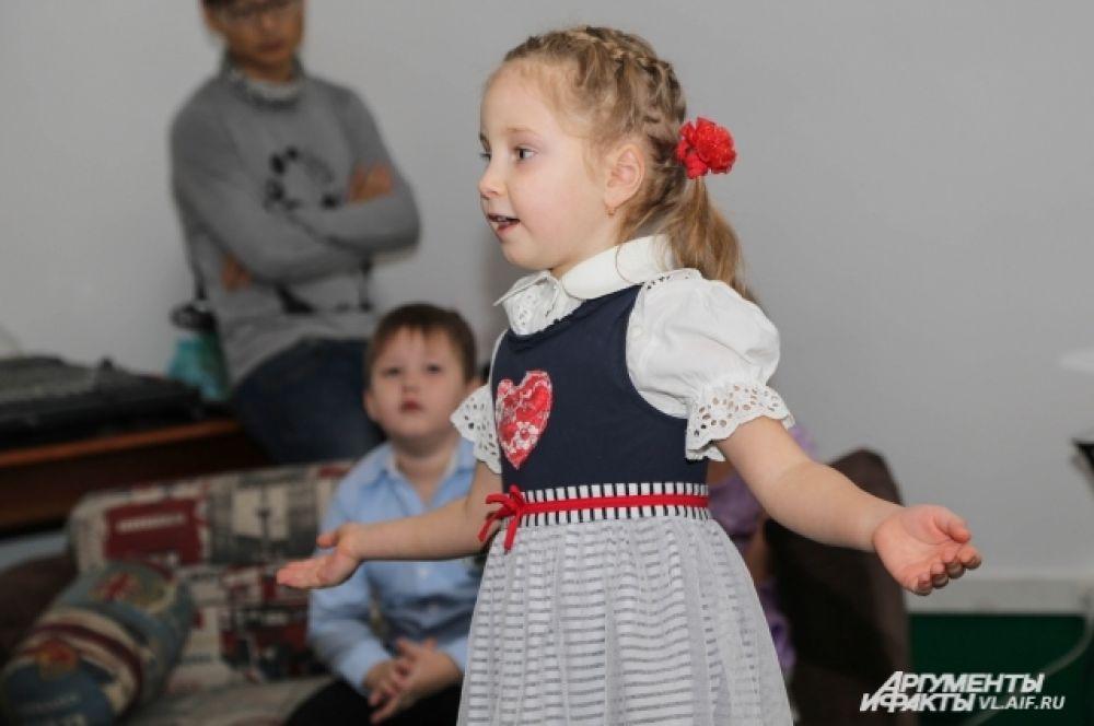 Победитель в главной номинации «Лучший чтец» - Анжелика Курмазова.