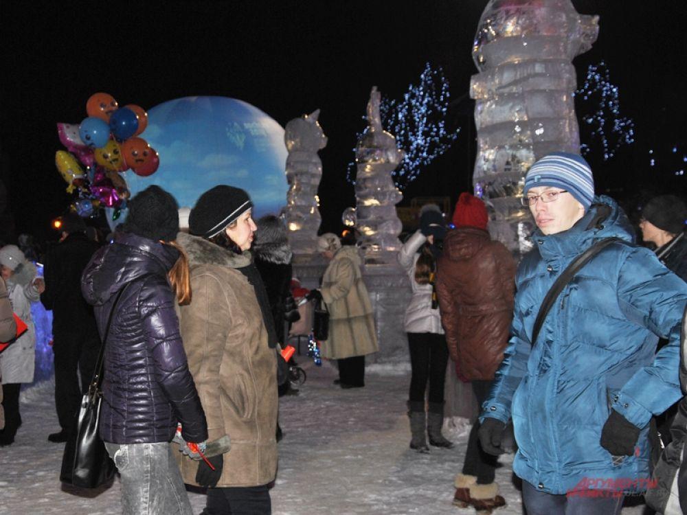 Ульяновцы гуляли на площади в ожидании факела
