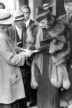 В 1936 году Йозеф Геббельс предложил Марлен Дитрих 200 000 рейхсмарок, чтобы та снялась в немецком фильме, но даже возможность выбрать любую тему, продюсера и режиссёра не склонили актрису. Дитрих отказалась.