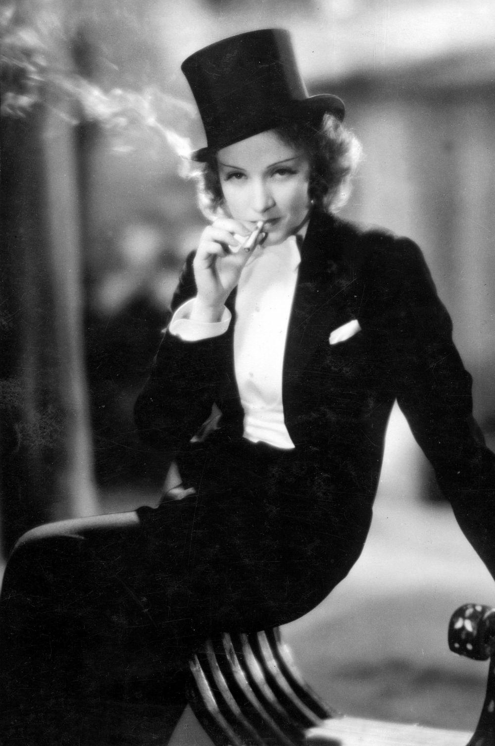 За пять лет в Штатах Дитрих и Штернберг сняли пять фильмов. За роль в первом из них – «Марокко» - Марлен была номинирована на «Оскар» как исполнительница лучшей женской роли, но награда ушла Мари Дресслер за работу в «Мин и Билл».