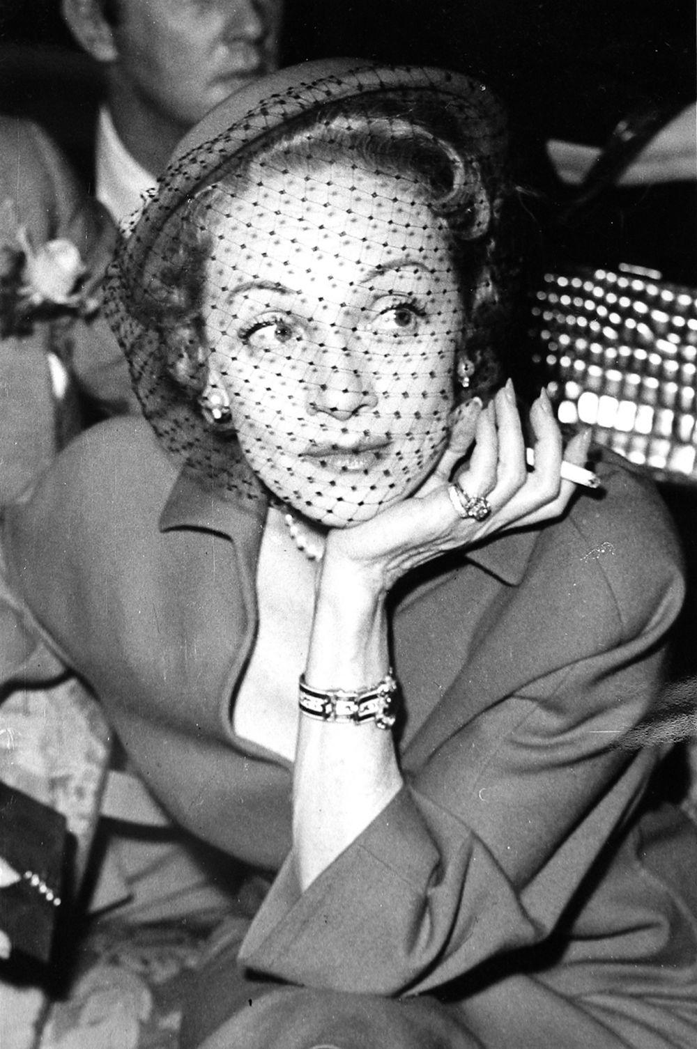 Съёмки в кино Марлен Дитрих возобновила в 1946 году. Помимо этого она писала статьи в гламурные журналы, а в начале 50-х переключилась на карьеру певицы и конферансье.
