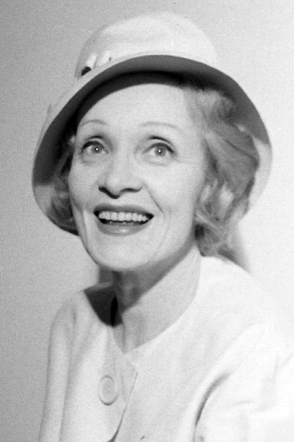 В 1975 году в результате несчастного случая в Сиднее Дитрих получила перелом шейки бедра и вынуждена была завершить карьеру. Тем не менее, она снялась в эпизодической роли в фильме «Прекрасный жиголо – бедный жиголо» с Дэвидом Боуи.