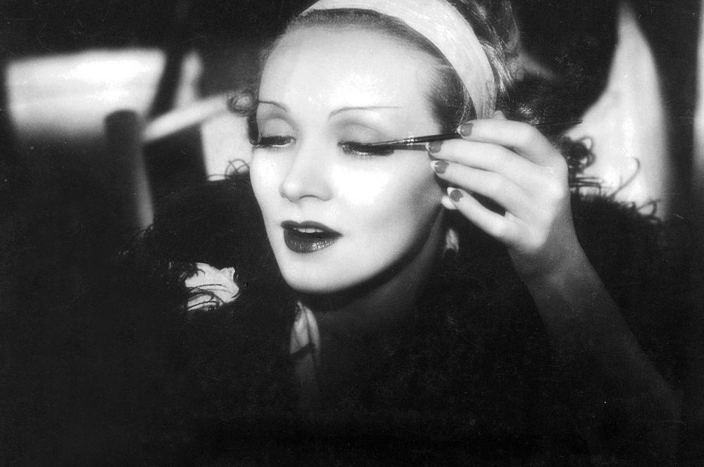 После успеха «Голубого ангела» контракт с Марлен Дитрих подписала голливудская компания Paramount Pictures, а актриса вместе со Штернбергом покинула Германию, переехав в США.