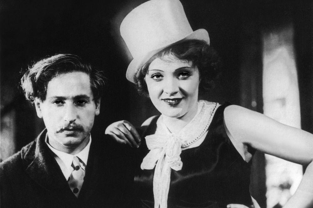 В 1924 году у Марлен Дитрих родилась дочь Мария, в связи с чем артистка взяла небольшой перерыв. В 1928 году её возвращение заметил режиссёр Джозеф фон Штернберг (на фото), пригласивший актрису на главную роль в фильме «Голубой ангел».