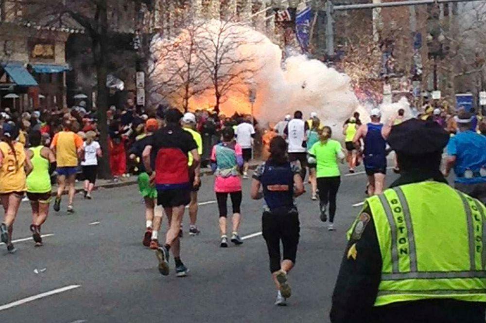 15 апреля на финише Бостонского марафона с интервалом в 12 секунд прогремели два взрыва. Три человека погибли, ещё 280 получили различные повреждения. Подозреваемыми назвали братьев Царнаевых — один из нихх арестован, а второй — застрелен при задержании.