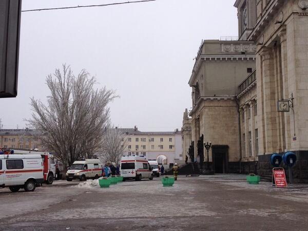 Также на место прибыл начальник ГУМВД России по Волгоградской области генерал-лейтенант полиции Александр Кравченко.