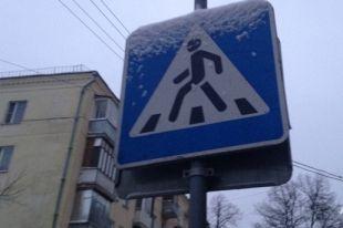 Иномарка насмерть сбила на остановке в Челябинске женщину