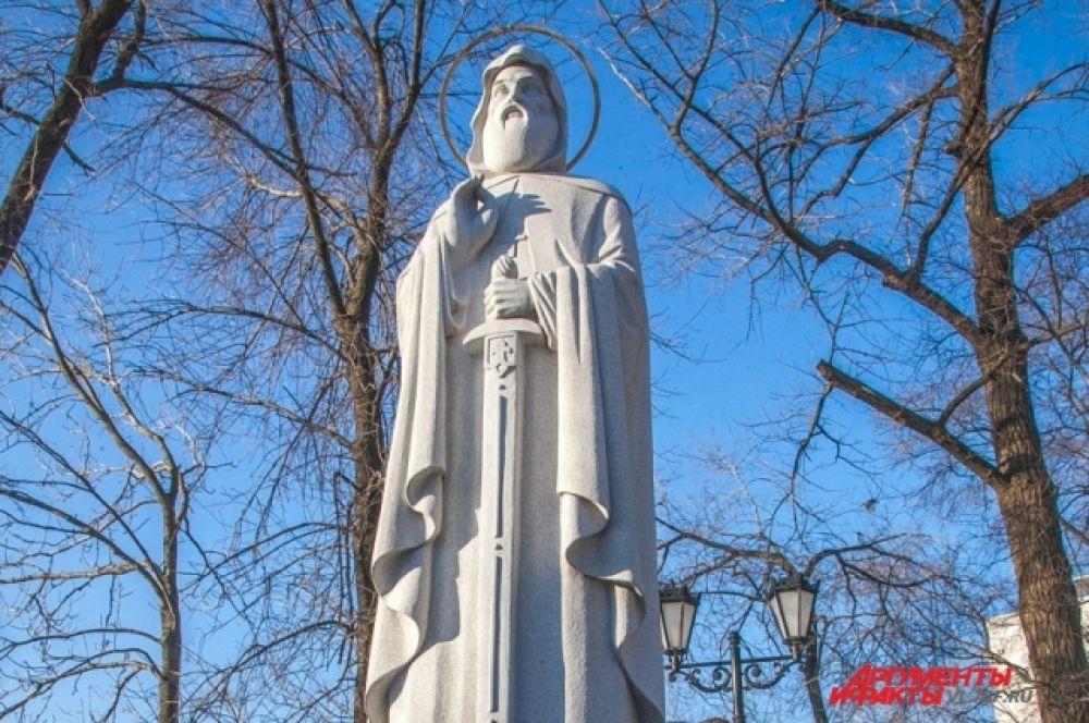 Памятник установлен недалеко от Триумфальной арки.