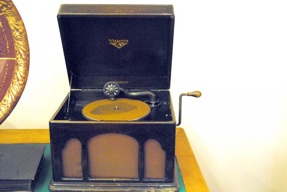 Один из первых патефонов японского производства - вот с чего начиналась японская электроника!