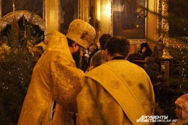 Таинство причастия с епископом Исидором