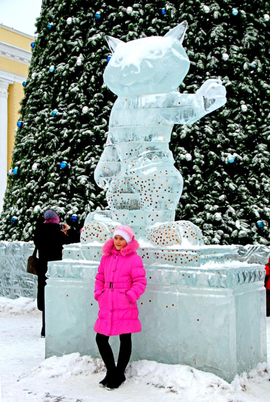 Фото на память – с ледяной статуей