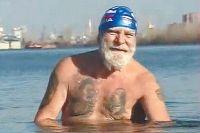 Владимир Синатулин. При нуле градусов он плавает в воде по полчаса.