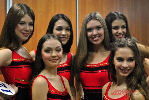 Возраст девушек варьировался от 14 до 22 лет.
