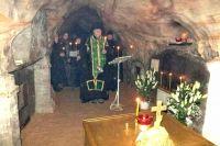 Святые пещеры монастыря, открытые в 1392 году, насчитывают семь улиц.