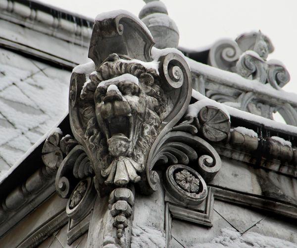 Декор дома купца Сачкова, ныне Епархиальное управление.