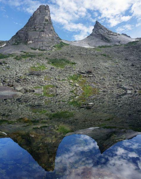 Зеркальное отражение Параболы. Саяны. Ергаки