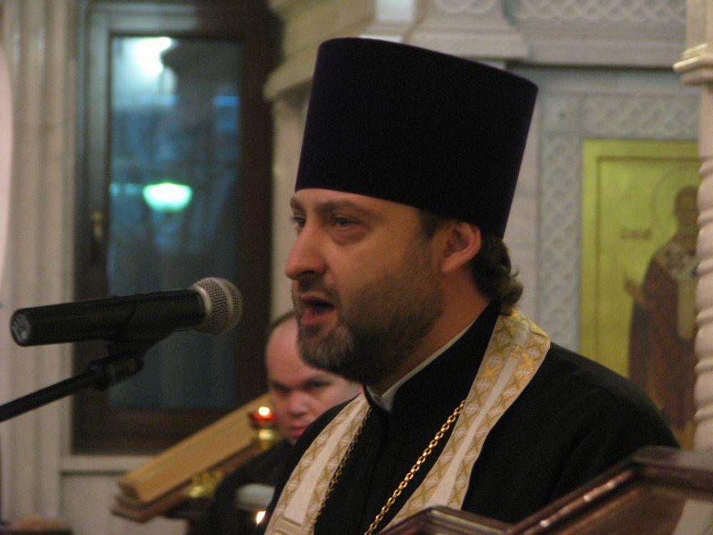 Службу в этот день провёл настоятель храма протоиерей Даниил Азизов.