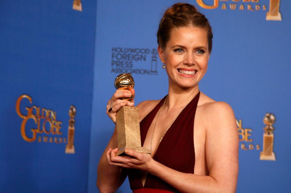 Кроме этого Эми Адамс за работу в «Афере по-американски» победила в номинации «Лучшая женская роль в комедии или мюзикле».
