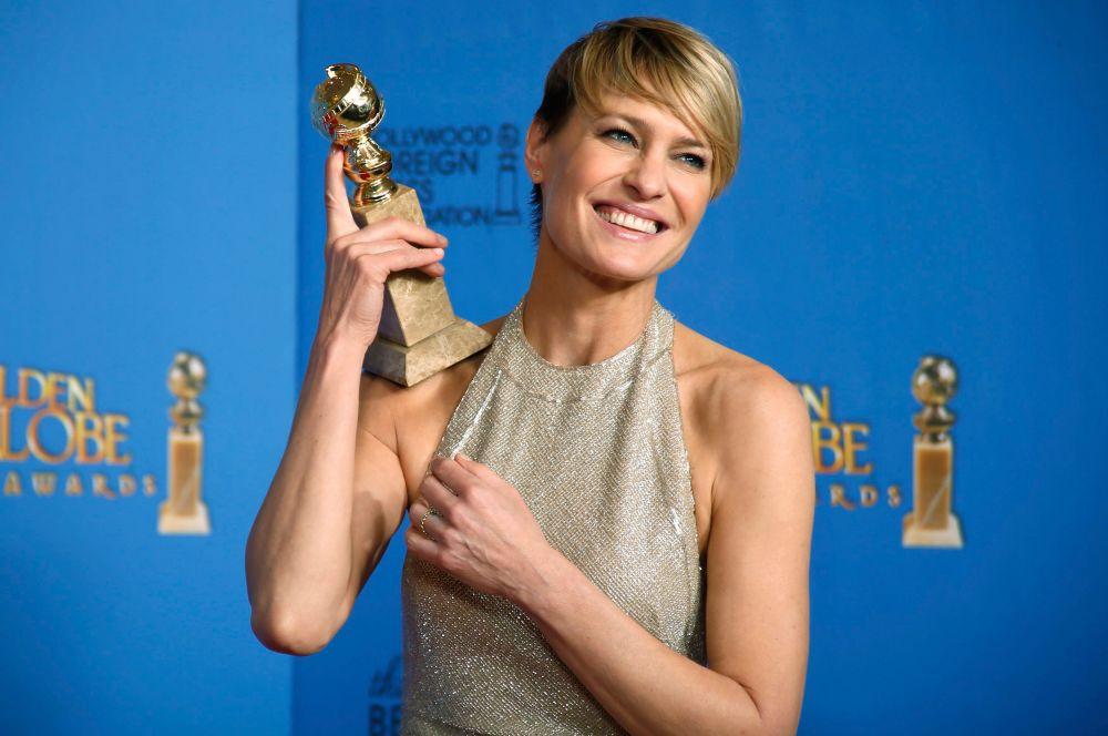 Среди других заметных наград – приз Робин Райт в номинации «Лучшая женская роль в драматическом сериале». Райт была отмечена за свою работу в политической драме «Карточный домик».